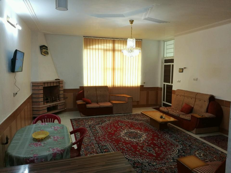 درون شهری منزل ویلایی تمیز در بلوار رحمت شیراز