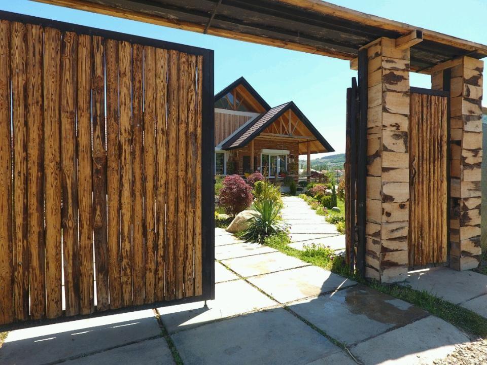 درون شهری ویلای چوبی لاکچری