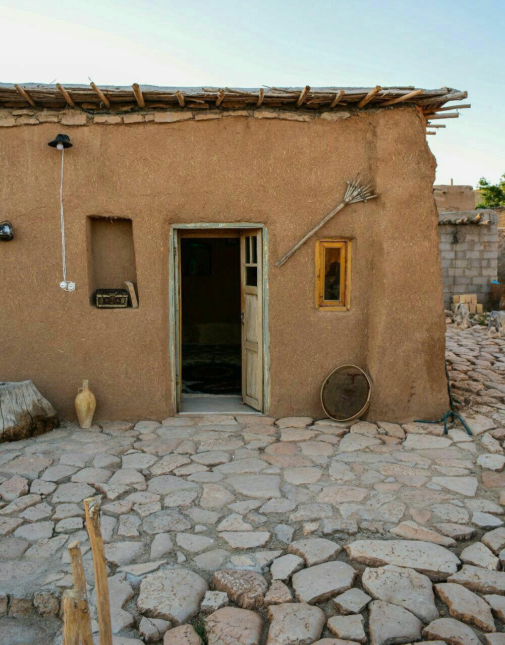 بوم گردی هتل سنتی صفاشهر-اتاق شاه نشین شماره 11